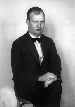 August Sander The Composer [Paul Hindemith], c. 1925     Gelatin silver print mounted to board, printed c. 1990. 10 1/4 x 7 1/8 in.