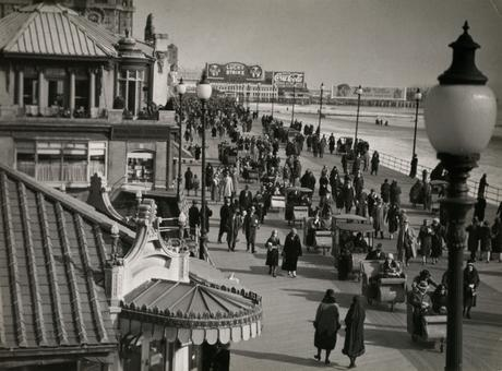 Atlantic City, NJ, 1926 Gelatin silver print, printed c. 1926 7 x 9 1/2 inches