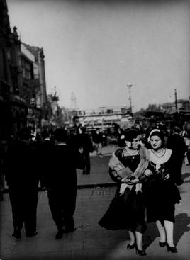 Commercial Road, Whitechapel, London, c. 1933 Gelatin silver print, printed c. 1933 6 1/2 x 4 3/4 inches