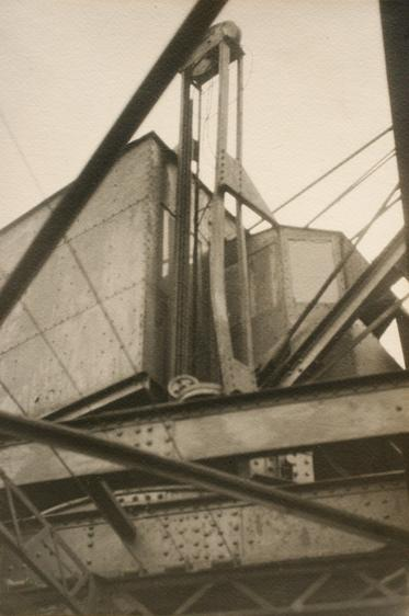 Sans titre (construction abstraite variant de Métal), 1925 Gelatin silver print mounted to board, printed c. 1925 8 1/8 x 5 1/2 inches (20.6 x 14 cm)