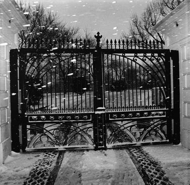 White House Gate, 1977 Gelatin silver print, printed 1982 20 x 16 inches